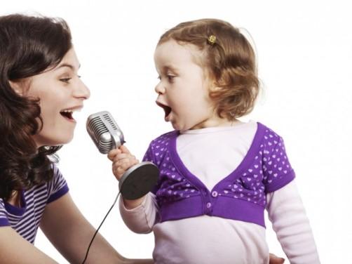 nina-cantando