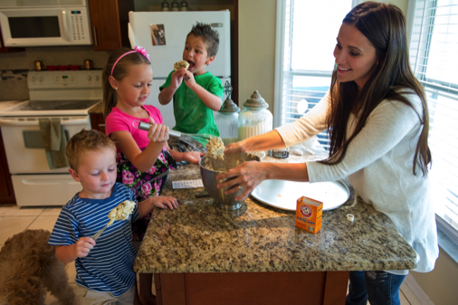 familia-cocinando