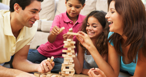 familia-jugando-yenga