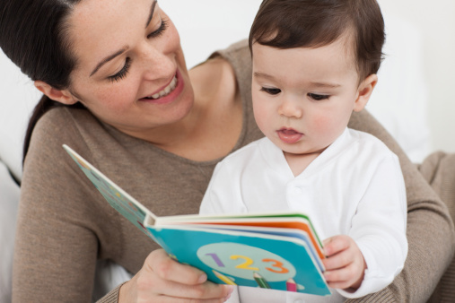 leer con bebes menores
